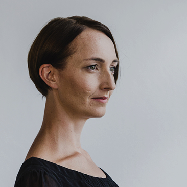 Headshot Sarah Schmidt