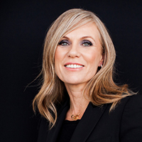Caroline Overington headshot